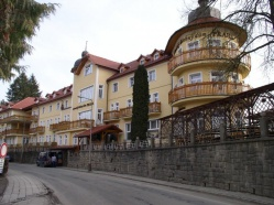 Medical Bathhouse PRAHA &#xE2;&#x80;&#x93; Main Entrance